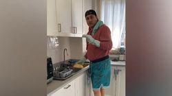 Bobo Vieri pulisce casa: