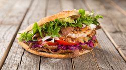 Le kebab, une bombe calorique, avec ou sans salade, tomate,