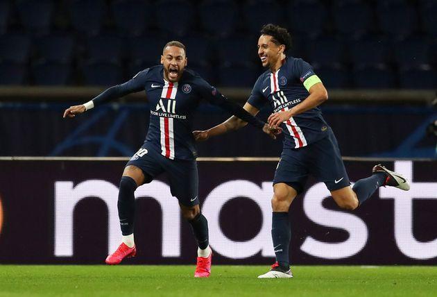 Neymar et Marquinhos célèbrent le premier but contre Dortmund ce 11 mars, juste avant la...