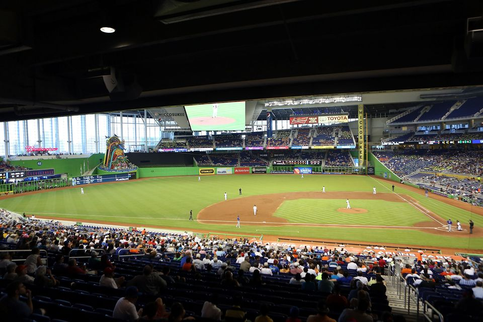 MIAMI, FL - AUGUST 01: A general view as the Miami Marlins play against the New York Mets in the fourth inning at Marlins Par