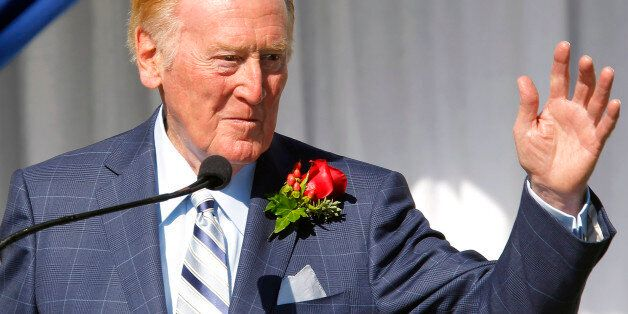 Hall of Fame broadcaster Vin Scully waves to the media after being introduced as the grand marshall for 125th Tournament of R