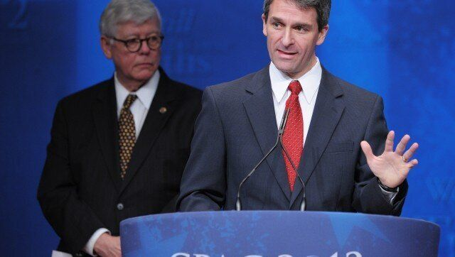 Virginia Attorney General Ken Cuccinelli (R) speaks during his acceptance of the 'Defender of the Constitution' award as Nati