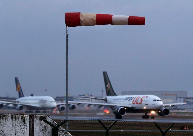 Κορονοϊός: Αναστολή όλων των πτήσεων από Ευρώπη προς ΗΠΑ για 30
