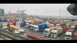 Porto di Genova paralizzato, ecco le file interminabili dei tir