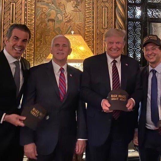 O secretário de Comunicação da Presidência esteve próximo ao presidente dos EUA, Donald