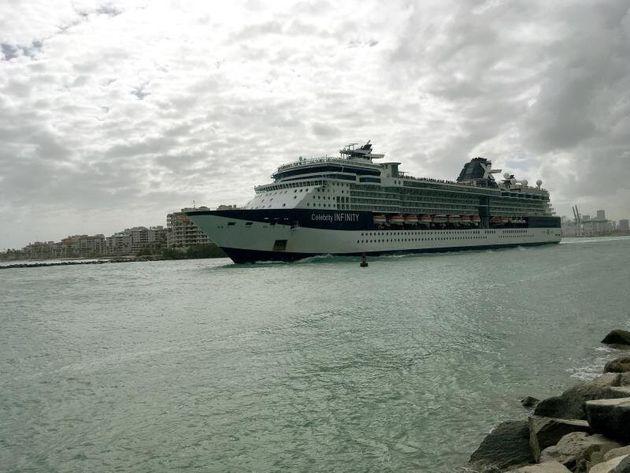 España prohíbe la llegada de cruceros a puertos españoles hasta el 27 de