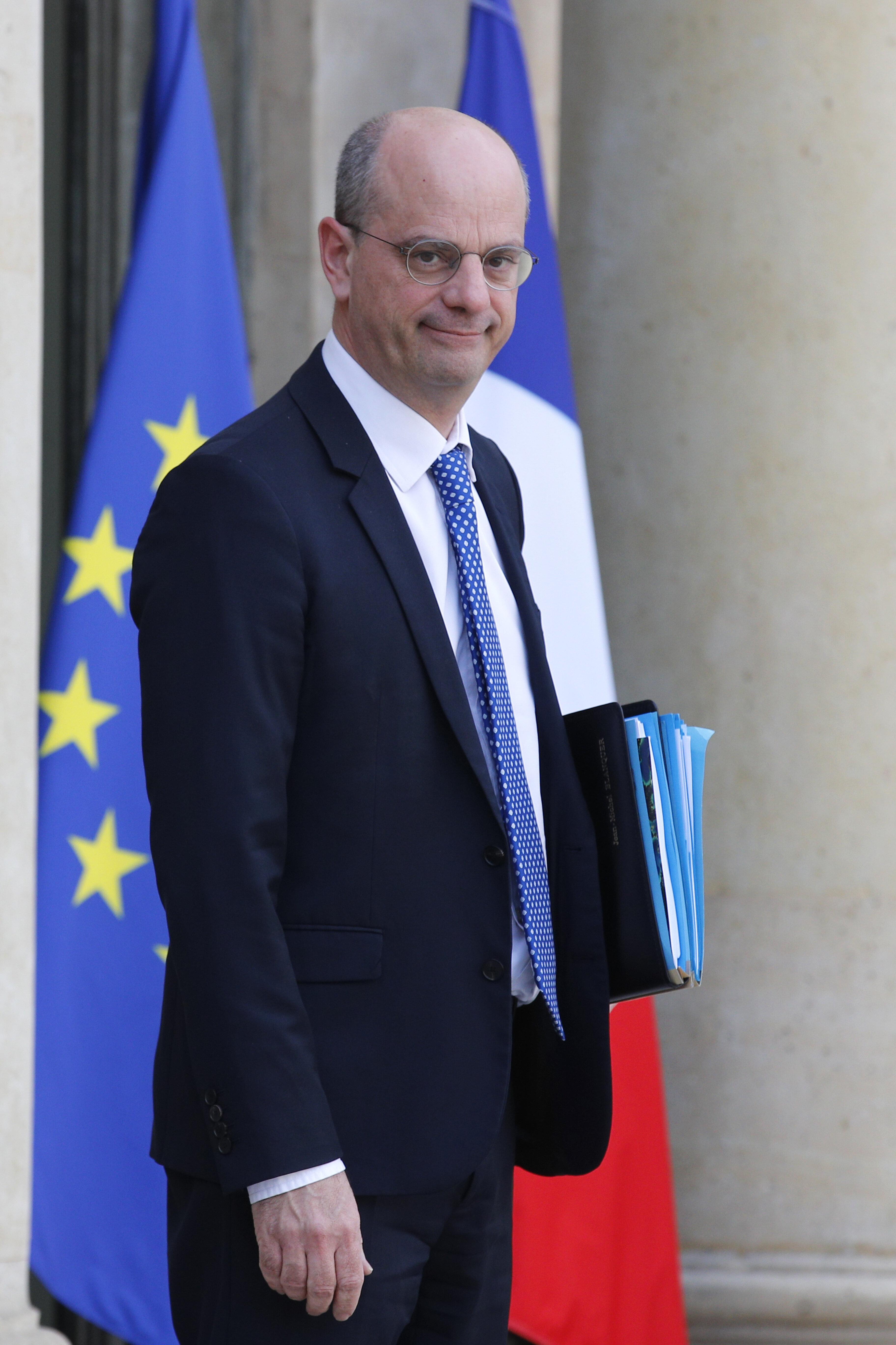 D menti Par Macron Blanquer Charg D organiser L enseignement Distance Le HuffPost