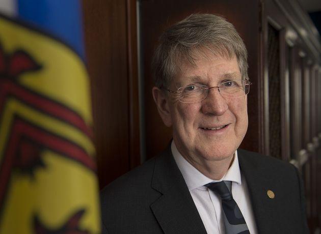 ノバスコシア州の最高裁判事マイケル・マクドナルドは、彼の最後の日々の仕事中に彼のオフィスに立っています...