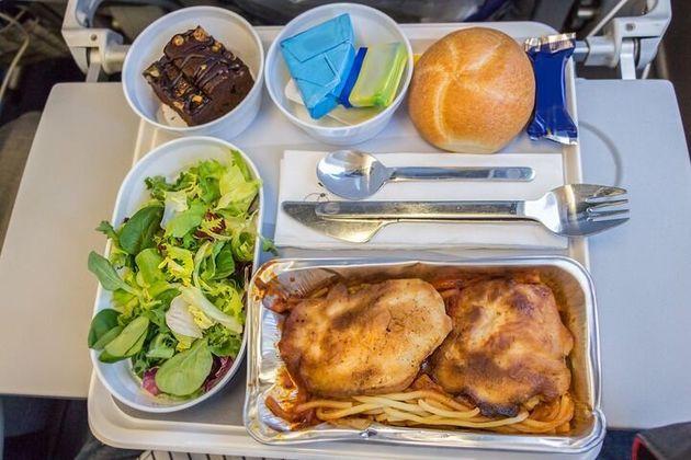 ヨーロッパからアメリカへの便のエコノミークラスでの機内食