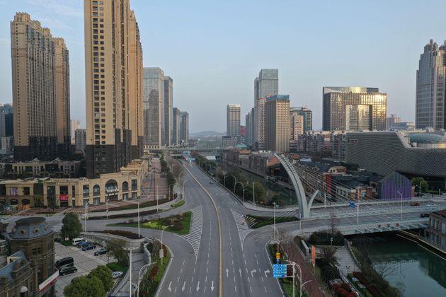 사진은 텅 비어있는 중국 우한 시내 거리의 모습. 2020년