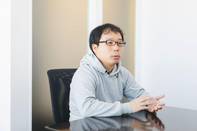 井原真吾(いはら・しんご)株式会社グラファー 取締役COO。2010年に株式会社リクルートに入社後、営業・システム開発・海外拠点構築・プロジェクトマネジメントなどの経験を経て、「Airレジ」「じゃらん」「ホットペッパー」などのデータを元にしたサービス改善やプロダクト開発を行う部署のマネージャーとなる。RPAの導入、SaaSを活用した業務改革などを実施。リクルートグループ全体の全社イノベーション賞を2度受賞。