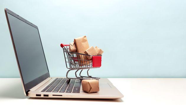 Ο κορονοϊός ωφελεί τις ηλεκτρονικές αγορές των