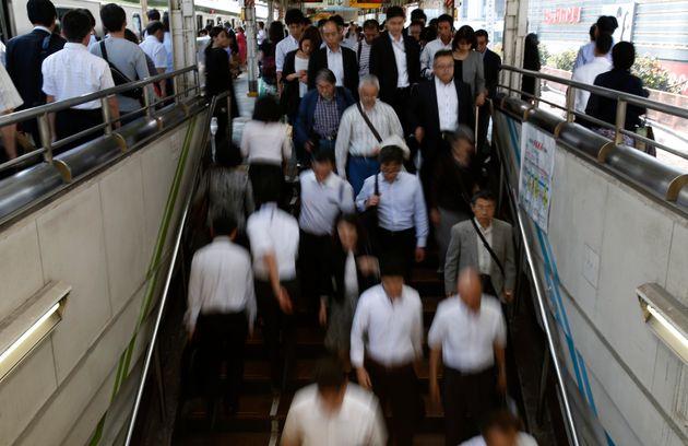 満員電車は、日本のビジネスパーソンにとって「苦しみ」となっている。「時差通勤」でそれを考え直す動きもある。