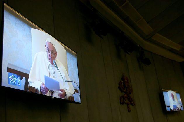 Ρώμη: Ανοιχτές οι εκκλησίες παρά το «λουκέτο» σε όλη την