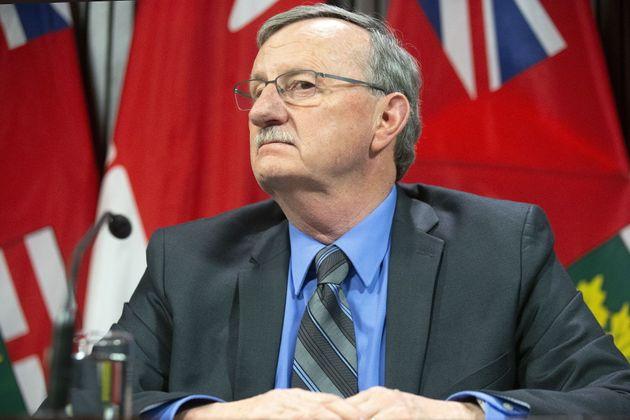 オンタリオ州の保健最高医療責任者であるデイビッド・ウィリアムズ博士は、トロントでの記者会見に出席します...