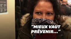 Dans le métro, ces Parisiens se protègent du coronavirus avec des gants et des