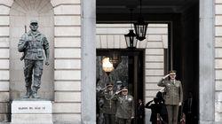 El Ejército suspende todos sus ejercicios y maniobras y se ofrece contra la