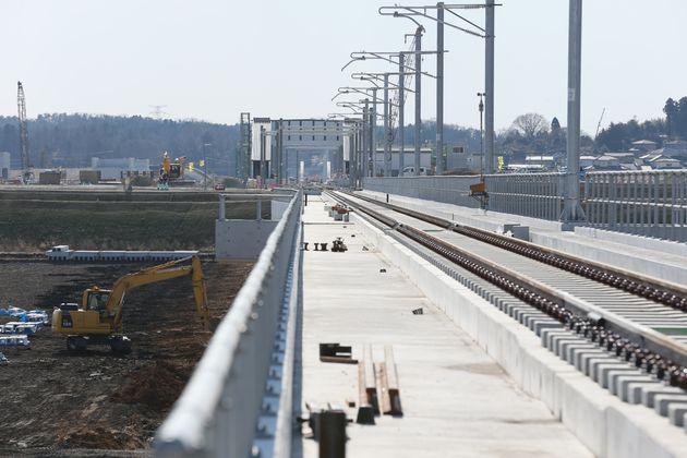 復旧工事が進むJR常磐線の新地駅周辺=2016年01月28日、福島県新地町