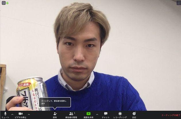 """""""Zoom飲み""""では、ビデオをオンにして映像を表示し、マイクはミュートせずに楽しもう"""