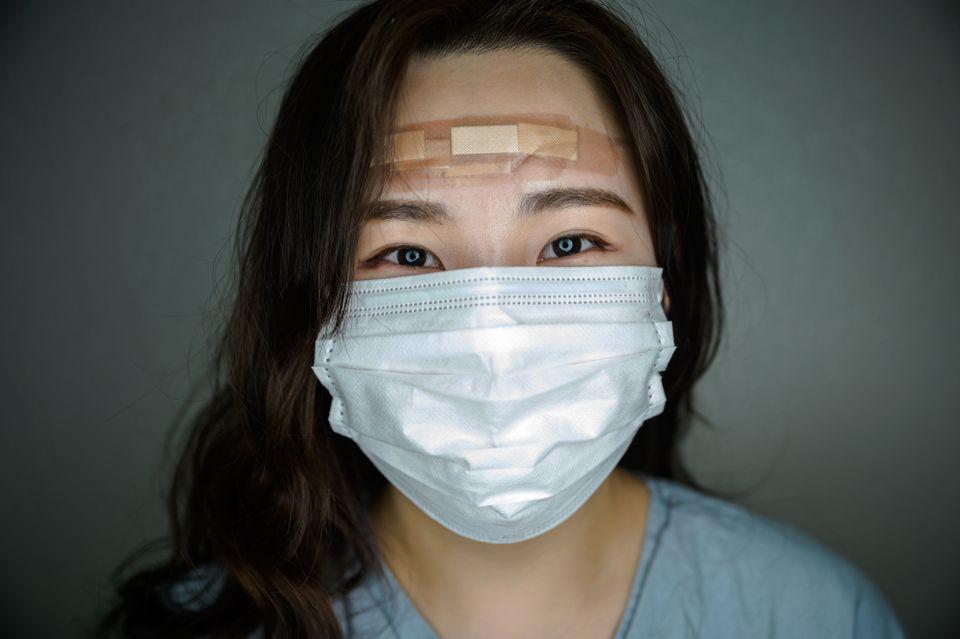 2020년 3월12일 촬영된 사진. 계명대병원에서 코로나19 환자들을 돌보고 있는 간호사 김민서씨가 근무교대로 생긴 틈을 내서 포즈를 취하고