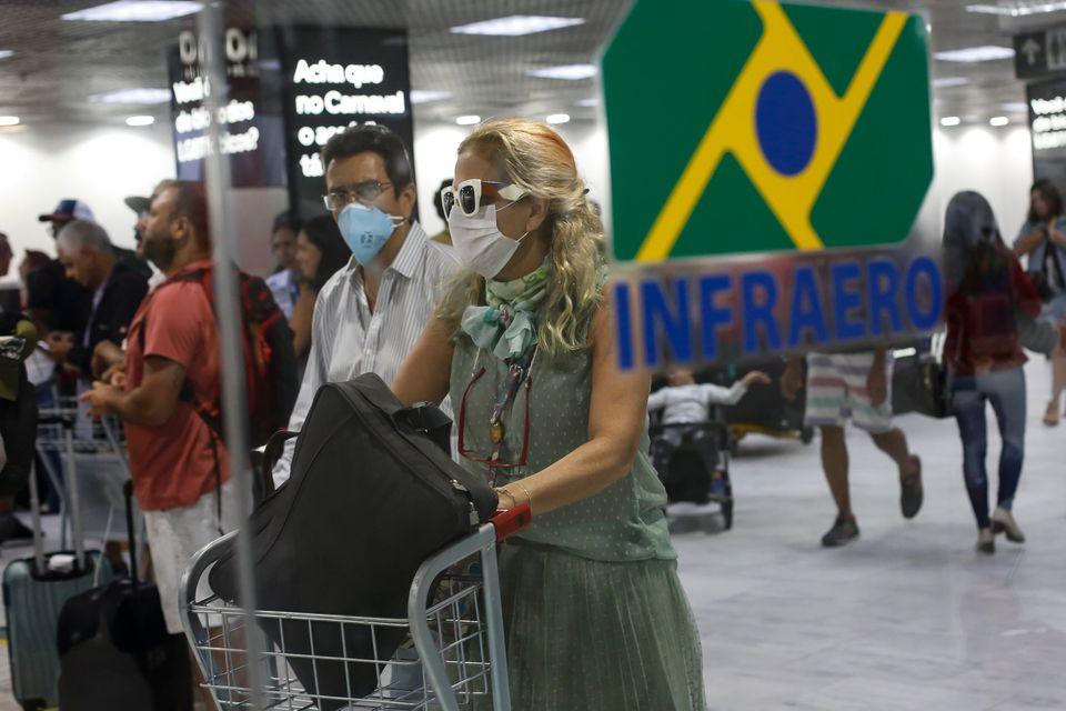 No Brasil, os primeiros casos foram de pessoas infectadas em outros países, como Itália...