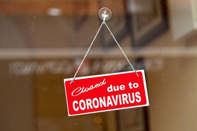 Los trabajadores despedidos por coronavirus buscan un