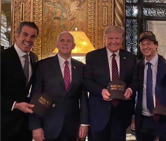 Wajngarten, secretário de Comunicação da Presidência, ao lado de Trump durante...
