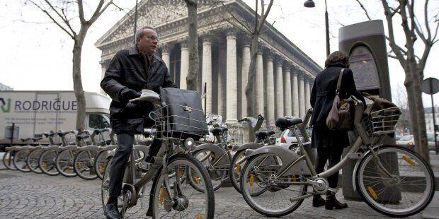 Imagen de archivo de bicicletas en