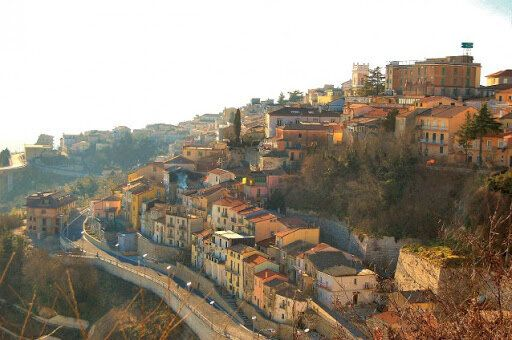 Il paese di 22mila abitanti della Campania in quarantena dopo i casi di