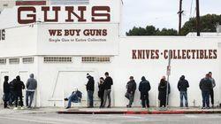 En pleine épidémie aux États-Unis, les gens font la queue... pour acheter des