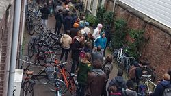 Ολλανδία: Ουρές έξω από τα coffee shop για κάνναβη πριν κλείσουν λόγω