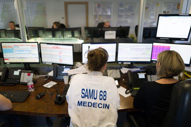 Dans la salle du centre de régulation du SAMU 68 à l'hôpital Emile Muller, le 9 mars...