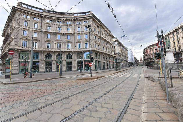 Une rue déserte à Milan en Italie le 15 mars