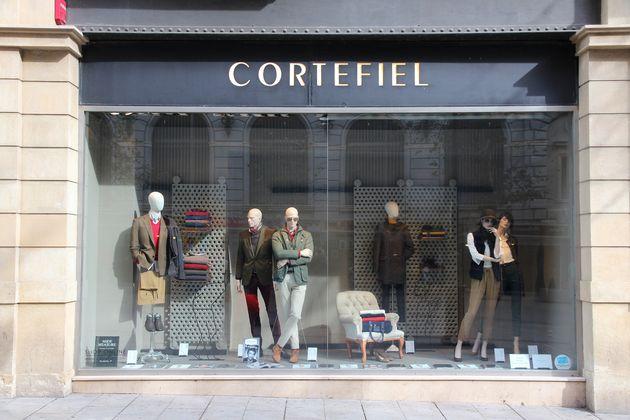 Escaparate de una tienda de Cortefiel en