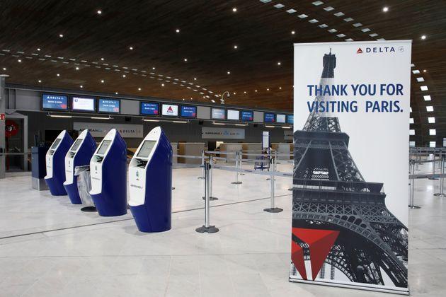 프랑스 파리 샤를드골공항 카운터가 텅 비어있는 모습. 2020년