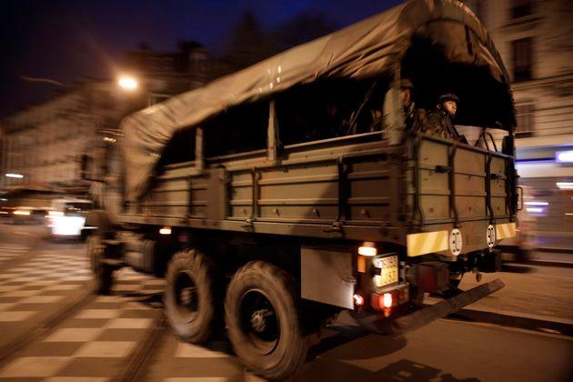La DICOD a expliqué au HuffPost pourquoi des camions militaires avaient été aperçus...