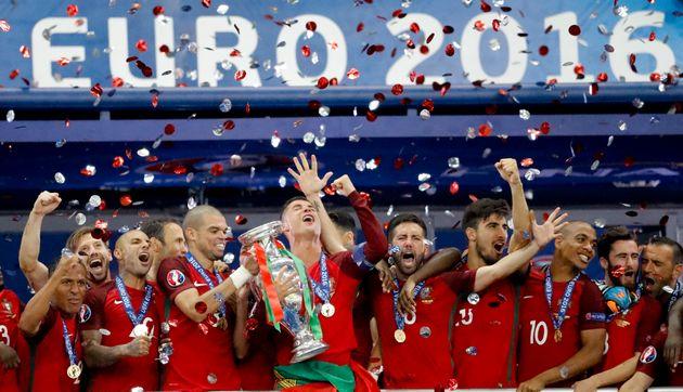 Europei di calcio rimandati al