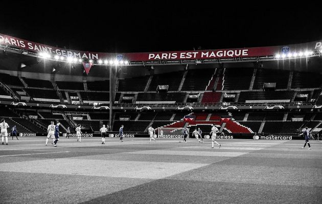 Le Parc des Princes vide de spectateurs lors du match de ligue des champions opposant le PSG à