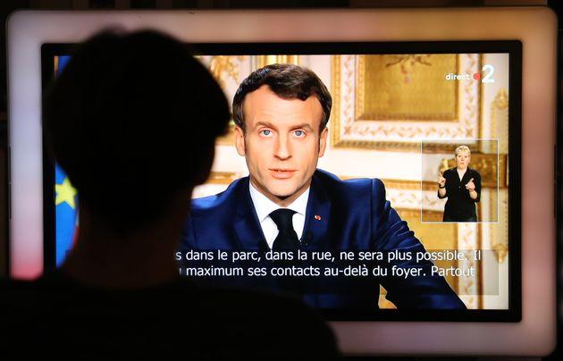 Emmanuel Macron s'adressant aux Français lundi 16