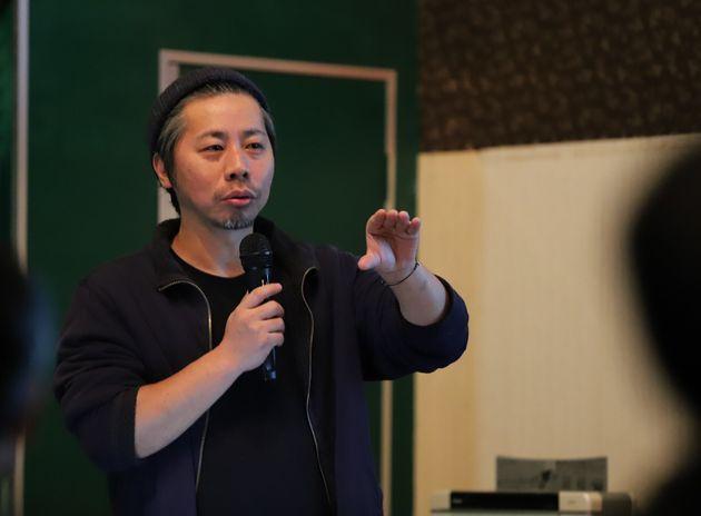 まちづくり会社leuk(ルーク)代表取締役の古賀大輔さん。イベントの開催、飲食店やゲストハウスの運営なども行っており、多角的にまちづくりに携わる
