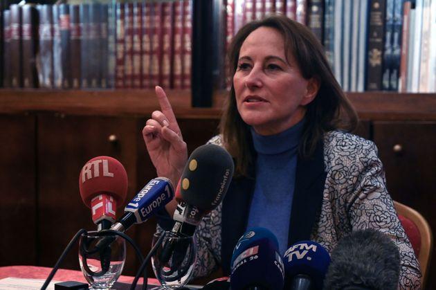 Ségolène Royal lors d'une conférence de presse à Marseille le 23