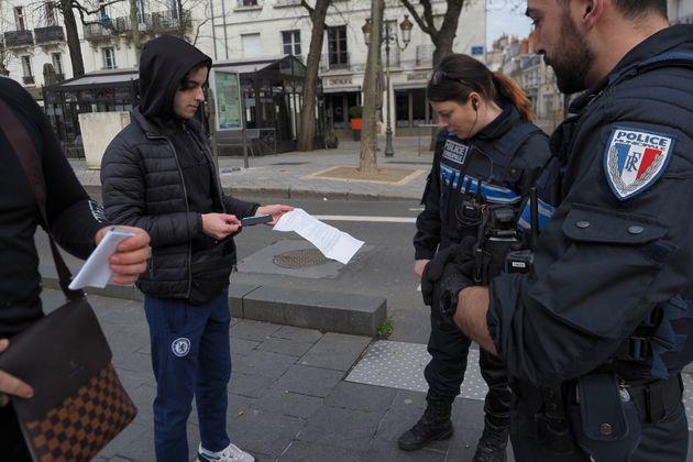 Depuis lundi 17 mars à midi, il est indispensable de disposer d'une attestation dérogatoire pour circuler...