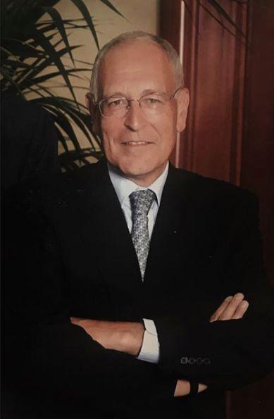 Patrick Le Lay, l'ancien PDG du groupe de télévisionTF1, est décédé à l'âge de 77 ans. Patron à poigne, Patrick Le Lay avait dirigé la première chaîne pendant deux décennies, de 1988 à 2008. À ce poste, il avait transformé la chaîne en leader de la télévision en France.>>> En savoir plus dans notre article par ici