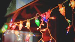 Des Américains ressortent leurs lumières de Noël pour égayer leurs