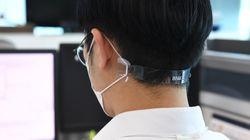 부산은행이 귀 통증 줄이는 '마스크 고정띠'를 의료진에게