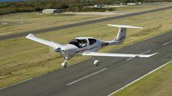 """パイロットは空を使って訴えた。飛行機のルートから浮かび上がった""""メッセージ""""とは?【新型コロナ】"""