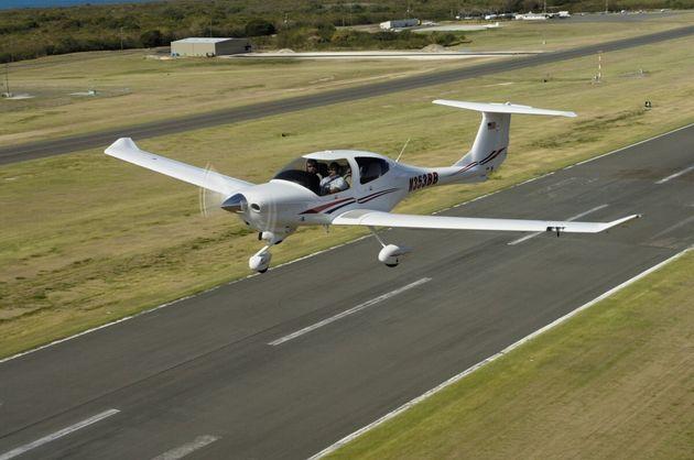 小型飛行機「ダイアモンドDA40」のイメージ画像