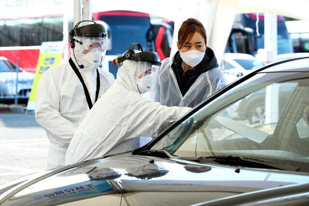 ソウル郊外の高陽市では、新型コロナウイルスの検査にドライブスルー方式が登場した=同市提供