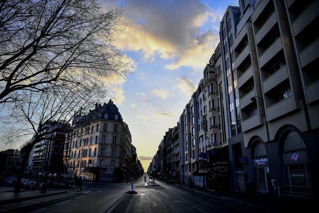 Une rue de Paris déserte, le 18 mars