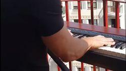 Ισπανία: Μουσικοί ερμηνεύουν «My Heart Will Go On» από τα μπαλκόνια τους εν μέσω της καραντίνας λόγω